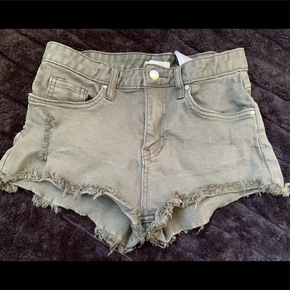 🌞 Khaki green destroyed denim shorts